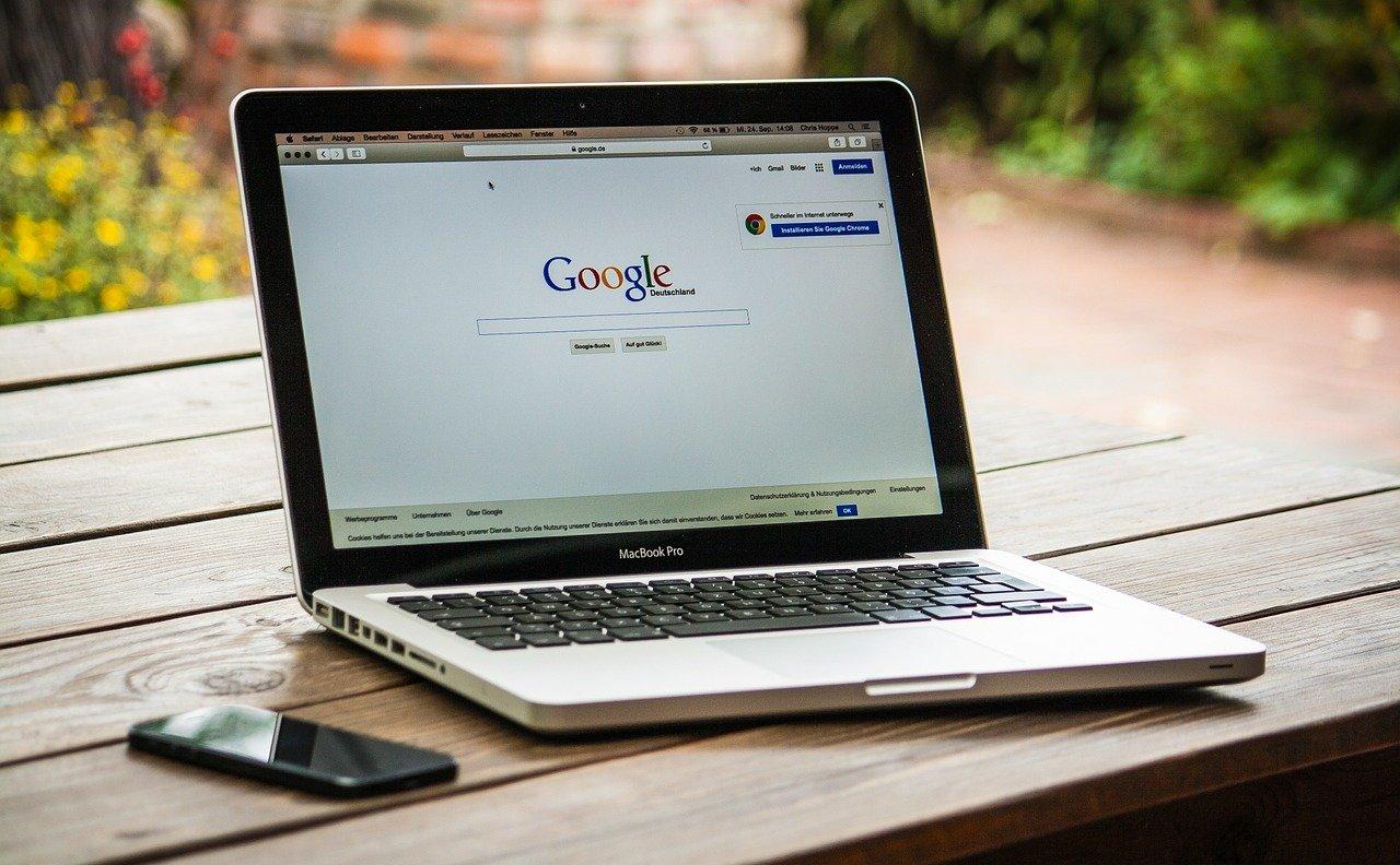 Die Entwicklung des Internet und die vielfältige Nutzung im heutigen Alltag